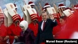 Cumhurbaşkanı Recep Tayyip Erdoğan'ın gündeme taşıdığı 'kirli ittifak', seçim sürecinde AKP cephesi açısından en önemli tartışma zemini yarattı.