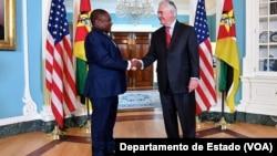 Filipe Nyusi e Rex Tillerson no Departamento de Estado