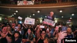 تجمع گروهی از هواداران برنی سندرز داوطلب ناکام نامزدی انتخابات ریاست جمهوری آینده آمریکا در نیویورک - ۲۳ ژوئن ۲۰۱۶