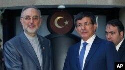 İranlı mevkidaşı Ali Ekber Salihi ve Dışişleri Bakanı Ahmet Davutoğlu