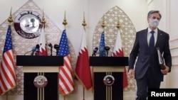 Госсекретарь Энтони Блинкен покидает пресс-конференцию в МИД Катара, 7 сентября 2021 года