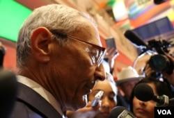 John Podesta talks to reporters in the spinroom. (C. Presutti/VOA)