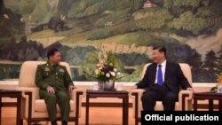 တပ္မေတာ္ကာကြယ္ေရးဦးစီးခ်ဳပ္ ဗုိလ္ခ်ဳပ္မွဴးႀကီး မင္းေအာင္လႈိင္နဲ႔ တရုတ္သမၼတ Xi Jinping တို႔ ေတြ႔ဆံုစဥ္