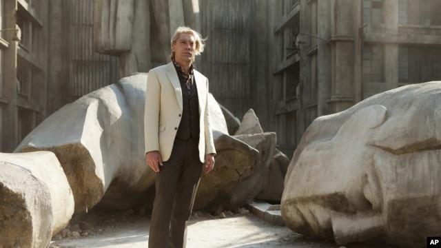 Javier Bardem interpreta al villano Raoul Silva en la última película de James Bond que se estrena este viernes.