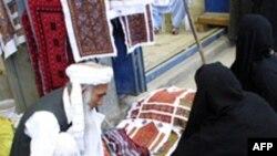 Mallrat fallso mbushin tregjet e Iranit