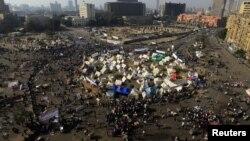 30일 카이로 타흐리르 광장에 모여 새 헌법 초안에 항의하는 이집트인들.