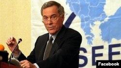 استیو هانکه، اقتصاددان آمریکایی