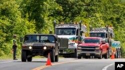 宪兵在西点军校车祸现场附近引导交通。(2019年6月6日)