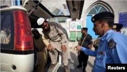 د کډوالو نړیوال سازمان وايي په یوې میاشتې کې شاوخوا ۱۵۰۰ افغانان له پاکستان څخه شړلي شوي دي.