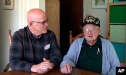 Cuplikan video dari Gene Brick, kanan, dan putranya, Bartt Brick yang berencana untuk mengamati gerhana matahari total pada tanggal 21 Agustus 2017