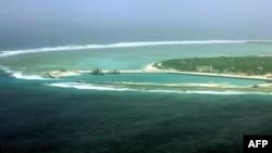 南中国海上有争议的帕拉塞尔群岛中的伍迪岛鸟瞰。中方称之为西沙群岛的永兴岛,属于海南省三沙市。(2012年7月27日)