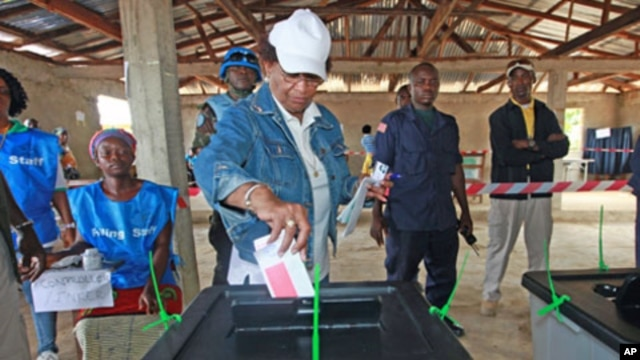 Nobel Peace Prize Laureate Ellen Johnson Sirleaf, who is also Liberia's incumbent president, votes in Feefee in Bomi County, Liberia, October 11, 2011.