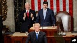 លោកប្រធានាធិបតី Donald Trump ថ្លែងសុន្ទរកថាប្រចាំឆ្នាំលើកទីមួយស្តីអំពី«ស្ថានភាពសហព័ន្ធ» (State of the Union Address) ទៅកាន់សភាជាតិសហរដ្ឋអាមេរិកនៅថ្ងៃអង្គារ ទី៣០ ខែមករា ឆ្នាំ២០១៨។ (រូបថត៖ AP)