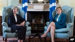 Theresa May, Premier ministre britannique et Nicola Sturgeon, Premier ministre écossaise, Édimbourg, le 15 juillet 2016.