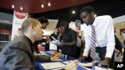 Suasana pameran untuk para pencari kerja (job fair) di Sunrise, Florida (Foto: dok).