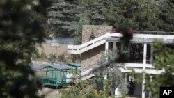 Cảnh sát Afghanistan chạm súng với các phần tử chủ tấn công khách sạn Spzhmai bên ngoài Kabul, giết chết ít nhất 20 người hôm 22/6/12