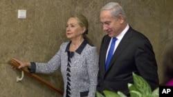 PM Benjamin Netanyahu menyambut kedatangan Menlu AS Hillary Rodham Clinton di Yerusalem, Selasa (20/11).