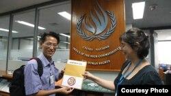 Blogger Nguyễn Lân Thắng trao tuyên bố 258 cho văn phòng Cao ủy Liên Hợp Quốc về nhân quyền