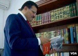 Ennahda's external affairs chief Rafik Abdessalem. (L. Bryant/VOA)