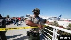 Des policiers à l'œuvre à l'aéroport de Los Angeles
