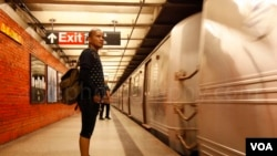 Cella Syuting di Subway New York (VOA/Christian Arya Winata)