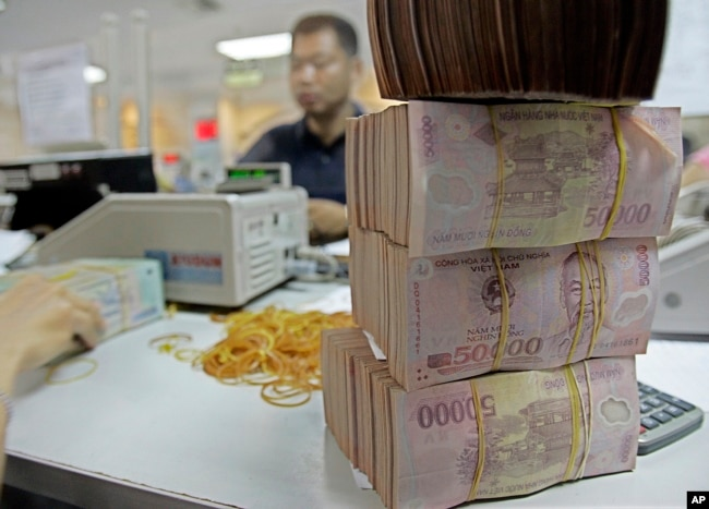 FILE - Vietnamese Dong is seen in Asia Commercial Bank in Hanoi, Vietnam. cambodia's gold imported $15 billion Cambodia's Gold Imported $15 Billion DCF5E2A5 D41B 4BB0 8558 9B474A2E0DDF w650 r0 s