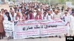 مظاہرین کا الزام ہے کہ سندھ میں بااثر زمینداروں کو پانی دستیاب ہے۔