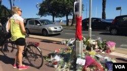 ادای احترام به کشتهشدگان در بلوار ساحلی نیس
