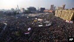 22일 이집트 카이로 시, 타흐리르 광장을 점령한 이집트 시위대