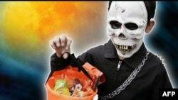 Американцы проверяют собранные на Хэллоуин сладости