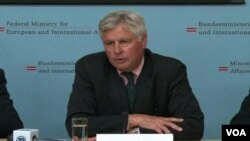 Šef Medjunarodne civilne kancelarije na Kosovu, Piter Fejt na sastanku Medjunarodne upravljačke grupe, Beč, 2. jul 2012.