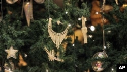 Jewellery decorates an 11-million-dollar Christmas tree at the Emirates Palace hotel in the Emirati capital Abu Dhabi, UAE, 15 Dec 2010