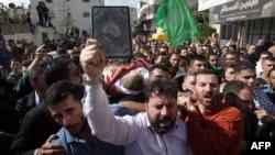 Người Palestine mang xác một người bị Israel giết chết đi biểu tình hôm 31/10.