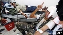 Kryengritësit libianë tërhiqen me shpejtësi drejt lindjes