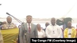 Felix Tshisekedi, 2e à gauche, candidat à la présidence de l'UDPS, aux côtés du secrétaire général du parti, lors du congrès électif à Kinshasa, RDC, 30 mars 2018. (VOA/Top Congo FM)