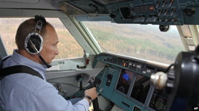Russia's Prime Minister Vladimir Putin sits in the cabin of a Russian firefighting aircraft Be-200 during the firefighting effort in Rayzan region some 250 km outside Moscow, 10 Aug 2010
