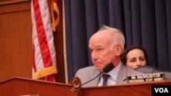 美國眾議院軍委會海軍與軍力投放小組主席考特尼2020年2月5日主持聽證會(美國之音黎堡攝)