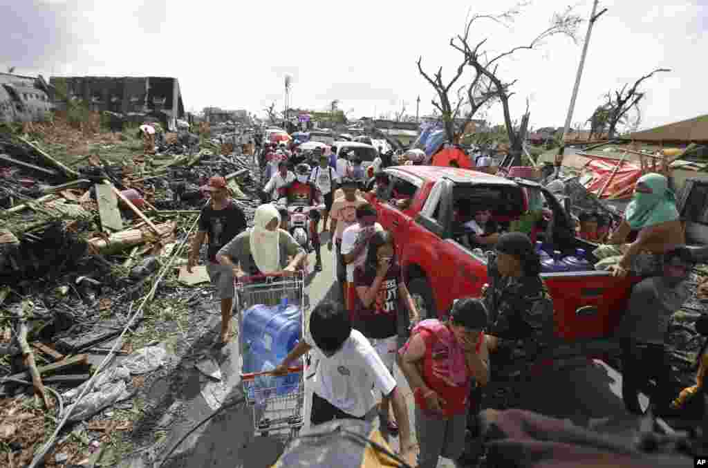 Survivors fill the streets as they line up to get supplies in Tacloban city, Leyte province, central Philippines, Nov. 11, 2013.
