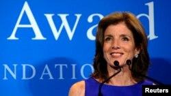 지난 5월 미국 보스턴의 케네디 도서관에서 열린 존 F 케네디 재단 '용기있는 인물 상' 시상식에서 케네디 전 미국 대통령의 장녀인 캐롤라인 케네디가 연설하고 있다.