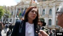 La ministra de Exteriores del gobierno transitorio de Bolivia, Karen Longaric, dijo que mantienen orden de detención contra dos exministros de Evo Morales por varios delitos graves.