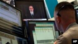 Trader Justin Flinn watches Fed Chairman Ben Bernanke on a screen on the floor of the New York Stock Exchange, June 19, 2013.