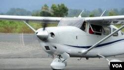 პრეზიდენტი სააკაშვილი Cessna T206H-ის მმართვის დროს