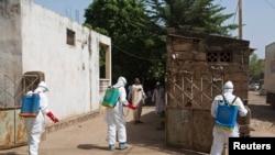 幾內亞的衛生人員進行伊波拉防疫工作