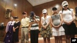 2006년 미 의회에서 기자회견을 가진 탈북 난민들. (자료사진)