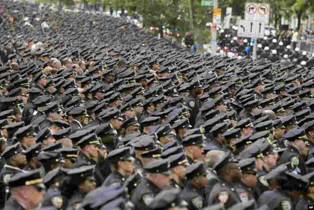 Nyu-Yorkda qətlə yetirilən qadın polis işçisinin dəfn mərasimi