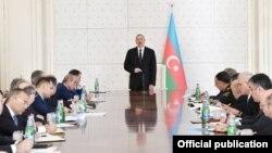 İlham Əliyev Nazirlər Kabinetinin iclasına sədrlik edir
