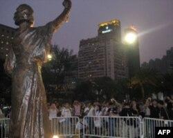 新民主女神像在维多利亚公园内