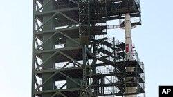 지난 4월 북한이 시험발사한 장거리 미사일 은하 3호.