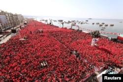 Türkiyə prezidenti Rəcəb Tayyib Ərdoğan İzmir şəhərində AKP və MHP-dən olan tərəfdarları ilə görüşür. 17 mart 2019.