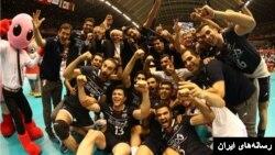 بازیکنان تیم ملی والیبال ایران پس از شکست لهستان و راهیابی به المپیک